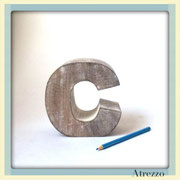 Adorno Letra C en madera maciza/ REF: DEC-034 / 1 Unidad / Arriendo $ 2.500 / Garantía $ 8.000