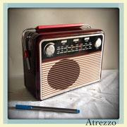 CAJA METALICA IMITACIÓN RADIO / Arriendo $ 3.000  / Garantía $ 12.000