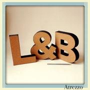 """LETRAS """"L"""", """"&"""", """"B"""" FRONTIS CORCHO  / REF: DEC-028 / 3 UNIDADES/ Medidas: 20 x 20 cms. / Arriendo $ 3.000 C/U / Garantía $ 10.000 C/U"""