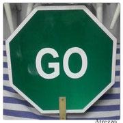 SIGNO STOP-GO DOBLE CARA / MEDIDAS: 60 CMS DIAMETRO/ REF: VAR- 022 /  1 unidad  / Arriendo: $ 10.000 / Garantía: $ 40.000
