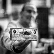Pablo Sanguino y un peso cubano