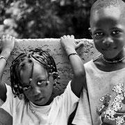 África produce humanos, la pirámide de población nos muestra un continente joven, lleno de vitalidad.