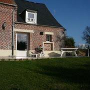 au soleil sur la grande terrasse gîte rural Saint Quentin Aisne Laon Noyon Compiegne Peronne