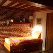 rusticité des briques,chaleur du bois et le soleil de l'aprés midi gite rural Saint Quentin Aisne Laon Noyon Compiegne Peronne