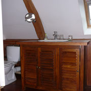 chaleur du bois(plan vasque en teck assemblé et traité en pont de bateau) gîte rural Saint Quentin Aisne Laon Noyon Compiegne Peronne