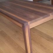 Tisch Nußbaum geölt