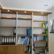 Büroschrank mit Beleuchtung