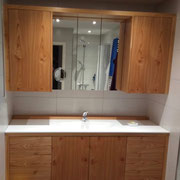 Badezimmermöbel in Ulme