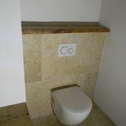 Massivholzbrett mit Baumkante für WC Anlage