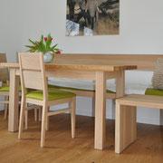 Essgruppe in Eiche bestehend aus Bank,Tisch und Stühle