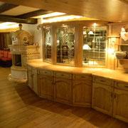 Frühstücksbuffettheke in Fichte auf antik gebeizt und lackiert