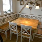 Sprosseneckbankgruppe deckend weiß mit Altholz Sitz und Tischplatte
