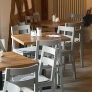 Tischplatte Eiche gealtert und geölt , Stuhl Modell SE 8 grau gebeizt und lackiert