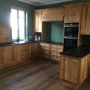 Landhausküche in Fichte Altholz geölt