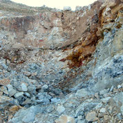 Una vena di goethite sul fronte di scavo