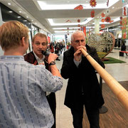 v.l.n.r.: Urs Sahli, Walter Sigrist, Bernard Challandes - Eröffnung Roadshow 20 Jahre Naturaplan «FÜR DIE LIEBE ZUR NATUR» Wankdorf Center Bern