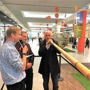 v.l.n.r.: Urs Sahli, Walter Sigrist, Bernard Challandes -Eröffnung Roadshow 20 Jahre Naturaplan «FÜR DIE LIEBE ZUR NATUR» Wankdorf Center Bern