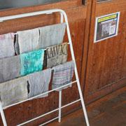 雑巾がきちんと揃えられています。使って古くなった雑巾もきちんと並ぶと美しく、気持ち良さそうです。