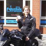 Lina Tacke hat ihren A-Führerschein seit dem 09.08.13!