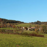 Le hameau de la Chanal sur la route de Saint-Georges en Couzan