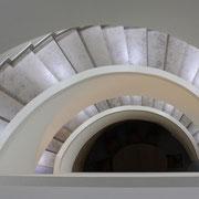 Das moderne Treppenhaus erinnert an den alten Falterturm