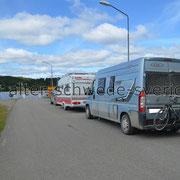 """Weiterfahrt via Fähre: """"Stavre - Ammerön"""" - Revundssjön ... Warteschlage ..."""
