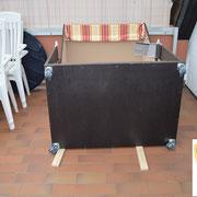An eine wasserfeste, stabile Holzplatte werden vier Doppellaufrollen (incl. Bremsen) befestigt ... *  Vattentät trä där jag installerade dubbelhjul med broms på varje ...