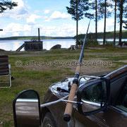 """Naturcamping """"Storsands Vildmarkscamping"""" ... Wohnwagenspiegel als Angelhalterung ..."""
