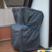 Eine entsprechende Schutzhaube schützt vor Wind & Wetter bei Nichtgebrauch ...  *  För att skyddar strandkorgen mot dåligt väder ...