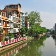 Die Innenstadt von Bangkok gleicht eher einem Dorf, als einer Grossstadt.