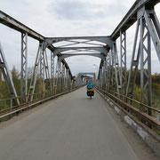 2 t Gewichtslimite - die alte, rostige Brücke hat schon bessere Tage gesehen