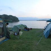 Sehr schöner Zeltplatz inmitten von Einheimischen am Lake Oonuma.