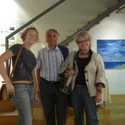 Besucher vor der Installation
