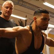 Trainingskontrolle ist entscheidend beim Personaltraining aus Berlin. Ein guter Wettkampfcoach verhindert so Verletzungen und garantiert Wettkampferfolge im Bodybuilding
