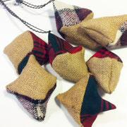 Stoff-Ornamente zum dekorieren oder an den Tannenbaum hängen.
