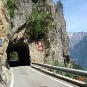 Notre premier petit tunnel, attention au panneau