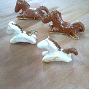 馬の置物 手びねり(レッド釉/白マット)