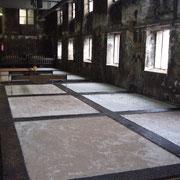 Tannerie Bastin : la basserie, où les bassins remplis d'eau et de tan (poudre d'écorce) accueillent les peaux - Saint-Léonard-de-Noblat