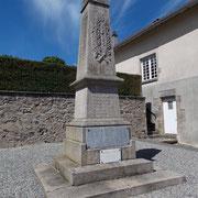 L'architecture la plus fréquente des Monuments aux Morts - ici à Saint-Julien-le-Petit