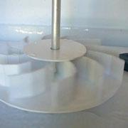 Atelier moulins du Pays d'art et d'histoire : maquette de roue à mettre en mouvement (ici, roue à cuillers)