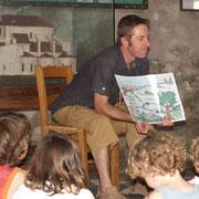 Visite de Saint-Léonard-de-Noblat : histoire et évolution de la ville à l'aide d'un panneau évolutif
