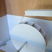 Atelier moulins du Pays d'art et d'histoire : maquette de roue à mettre en mouvement (ici, roue à augets)