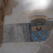 Litre funéraire avec blason aux armes des Garat, seigneurs de Nedde - Eglise de Nedde