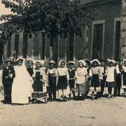 """Exposition """"Mémoire"""" à l'EHPAD de St-Léonard-de-Noblat du 17 juillet 14h au 9 août, tous les jours de 9h à 18h (hall d'accueil) - Visite guidée et échange avec les résidents vendredi 7 août à 15h - gratuit (photo école La Geneytouse, 1943)"""