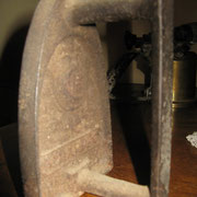 Ancien fer à repasser © Coll. Christiane SAUTOUR