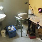 Atelier photo : développement de la photo prise avec le sténopé dans le laboratoire, installé par le Pays d'art et d'histoire