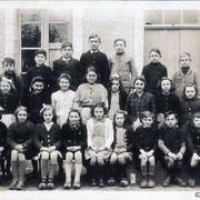 Eté des 6-12 ans : la vie autrefois à l'EHPAD de St-Léonard-de-Noblat (dont échange avec les résidents) - Réservation obligatoire 05 55 69 57 60 – Jeudi 23 juillet à 15h – gratuit – En partenariat avec l'EHPAD (photo école La Geneytouse, 1942)