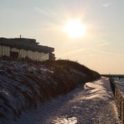 Der einsame Weg vor dem Ahoi Bad