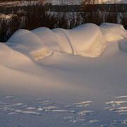 Schneeverwehungen an den Begrenzungen der Strandabschnitte in Cuxhaven Duhnen