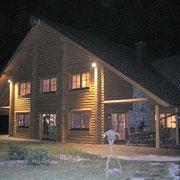 Attraktives Holzhaus in Rundblockbauweise